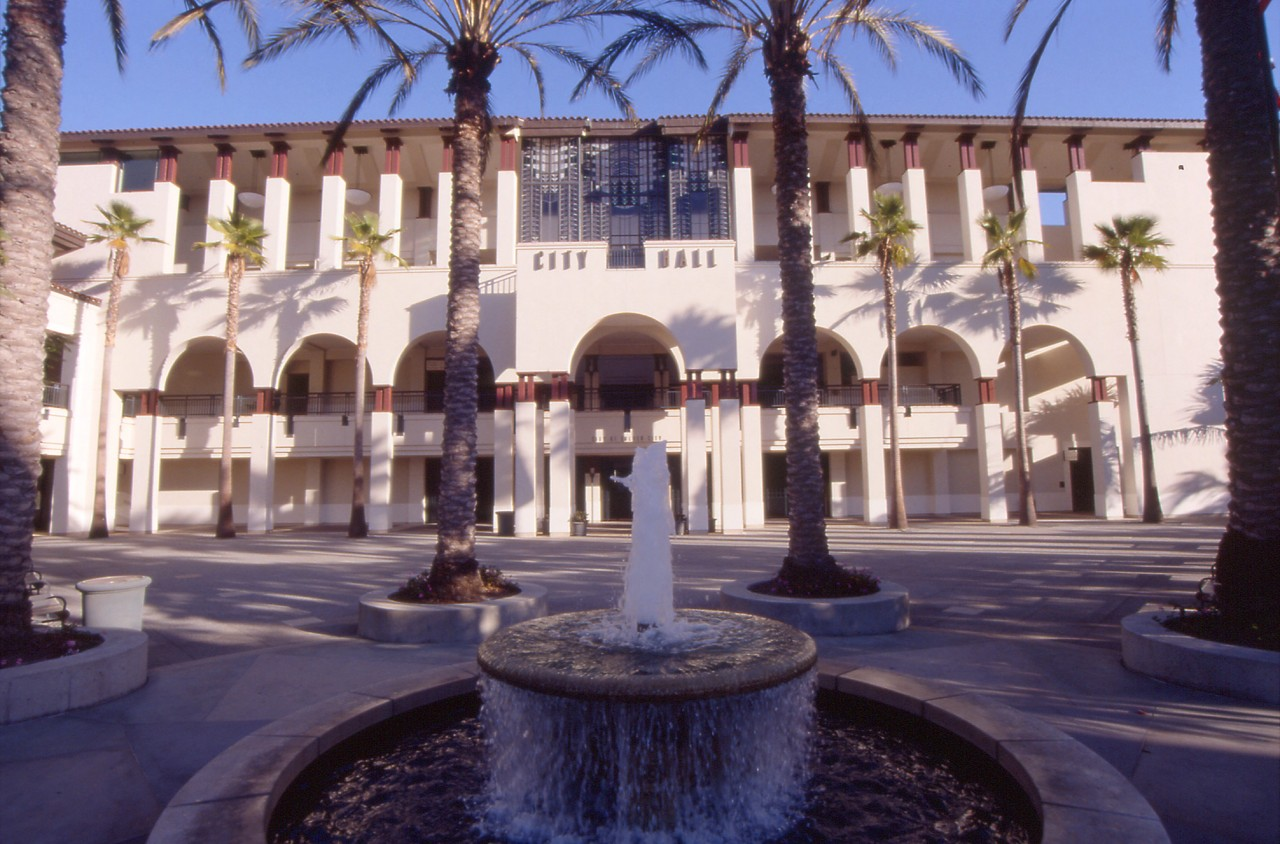 Hanging Garden, City Hall, Culver City, California / image 3