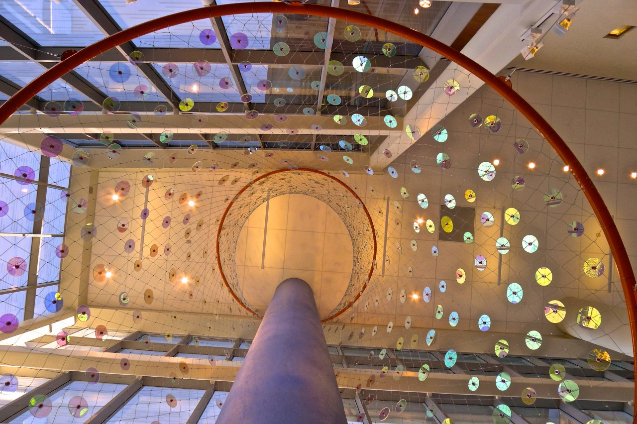 Ed Carpenter's Foxglove suspended glass art lobby sculpture for San Antonio's new university's hospital upward view inside of the sculpture. / image 5