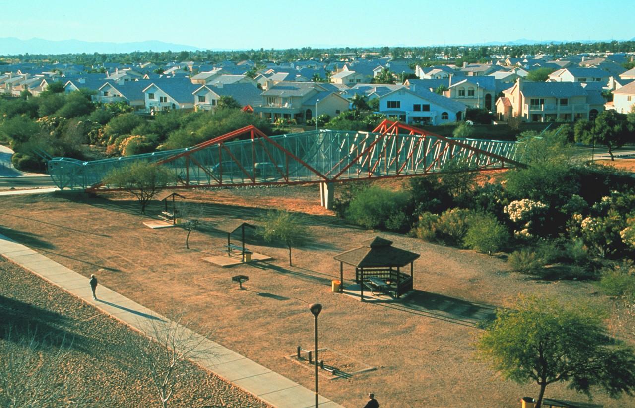 Grasshopper Pedestrian Bridge, Pheonix, Arizona / image 1