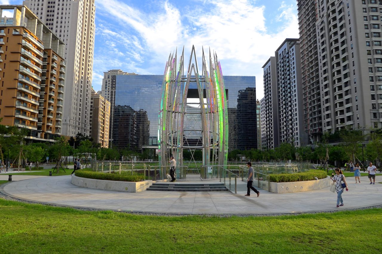 Taichung, Taiwan Civic Center monumental sculpture: Stainless Steel and Laminated Dichroic Glass. Utilizing imagery of the first flower to emerge each spring, Crocus symbolizes the emergence of Taichung itself. / image 4